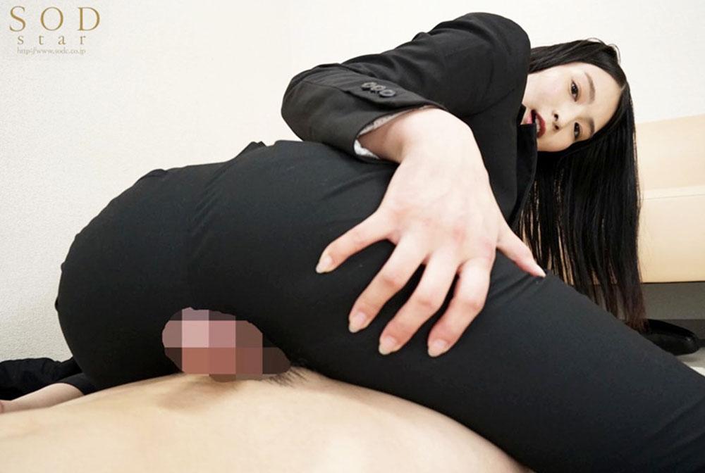 本庄鈴がパンツスーツで尻コキしてます