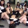 男が7人の女子高生のソックスで弄ばれてます